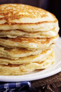 How to Make Fluffy Buttermilk Pancakes: This easy homemade pancake recipe is a keeper! Learn how to make big, fluffy and beautiful buttermilk pancakes from scratch. What's For Breakfast, Breakfast Dishes, Breakfast Recipes, Pancake Breakfast, Buttermilk Recipes, Buttermilk Pancakes Easy, Homemade Pancakes, Martha Stewart Recipes, Martha Stewart Pancakes