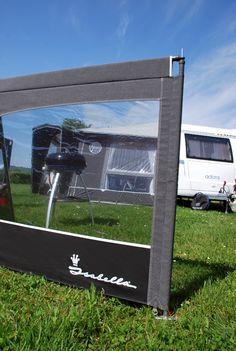Isabella windscherm Linea met lichtgewicht CarbonX stangen. Een 4-delig stabiel windscherm voorzien van ramen over de volle breedte. #windscherm #kamperen #camping #isabella #feelfree #pinterest #winactie