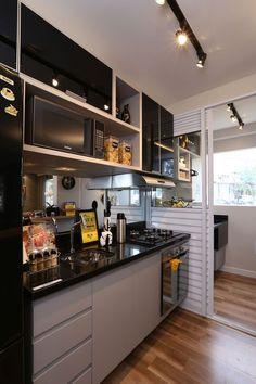 Design moderno home decor trends, kitchen lighting fixtures e best kitchen Best Kitchen Lighting, Kitchen Lighting Fixtures, Light Fixtures, Kitchen Interior, Kitchen Decor, Kitchen Ideas, Minimalist Decor, Minimalist Apartment, Home Decor Trends