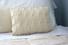 Schönes stricken lumbalen Kissen war Hand stricken Schein stricken war mit 100 % Wolle in eine schöne neutrale aus weißen oder Creme Farbe. Der