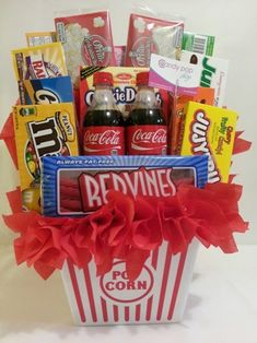 I LOVE this Candy bouquet idea! Themed Gift Baskets, Diy Gift Baskets, Raffle Baskets, Gift Basket Ideas, Gift Ideas, Candy Baskets, Fundraiser Baskets, Homemade Gift Baskets, Party Ideas