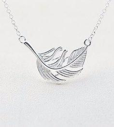 Женская серебряная подвеска перо на цепочке, элегантная бижутерия для девушки в стиле минимализм. Кулон из серебра в форме перышка. Красивый подарок, минималистичное украшение на шею, серебряное перо на цепочке. #feather #jewelry #silver Minimal Jewelry, Minimalism, Feather, Silver, Inspiration, Clothes, Biblical Inspiration, Outfits, Quill