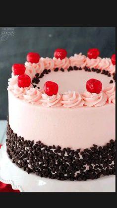 Chocolate Chip Cake, Mini Chocolate Chips, Chocolate Ganache, Oreo Cake, Chocolate Covered, Cake Decorating Designs, Cake Designs, Strawberry Layer Cakes, Cake Recipes