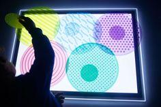 Mesa de luz: qué es y cómo usarla + Imprimibles - Mumuchu Experiment, Sensory Motor, Reggio Emilia, Light Art, Light And Shadow, Light Table, Montessori, Activities For Kids, Glow