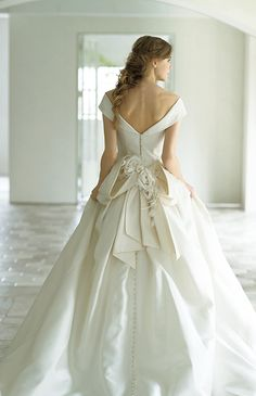 Wedding Dress Backs, Stunning Wedding Dresses, Wedding Party Dresses, Designer Wedding Dresses, Beautiful Gowns, Bridal Dresses, Dream Dress, Pretty Dresses, Ball Gowns