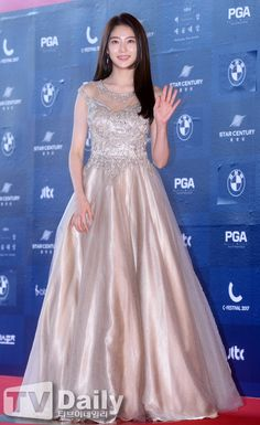 [TD포토] 공승연 '우아한 공주풍 드레스'(백상예술대상) Gong Seung Yeon, Korean Star, Korean Celebrities, Beautiful Asian Women, Korean Actresses, Red Carpet Dresses, Beauty Queens, Red Carpet Fashion, Asian Woman