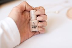Efekt WOW! Cudowny beż Golden Rose Wow Nail Color.