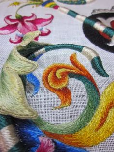 Such a gorgeous work of embroidery art from Elisabetta (ricami a mano). Absolutely Stunning!