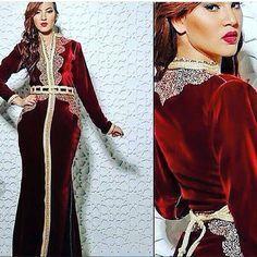 caftan marocain 2016 style de luxe très chic , réalisé sur mesure en tissu Mobra ou Velours de soie