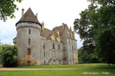 Panoramio is no longer available French Castles, English Castles, Chateau Medieval, Medieval Castle, Romanesque Architecture, Architecture Old, Small Castles, 17th Century Art, Château Fort