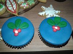 Cup Cakes de Natal  Massa: Chocolate Recheio de Brigadeiro
