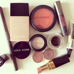 luxurylyloo:  follow me on instagram: @itssslyloo