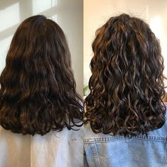Pin on Hair 私たちに従ってください Pin on Hair 私たちに従ってください Layered Curly Hair, Natural Wavy Hair, Curly Hair Cuts, Long Wavy Hair, Curly Hair Styles, Wavy Perm, Perms For Long Hair, Curly Medium Length Hair, Long Perm
