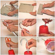 Aquí están las instrucciones de cómo hacer un garfio pirata. Nosotras los hicimos con vasos transparentes y luego los forramos con cinta de colores, pero forrados con papel de plata también quedan muy chulos.