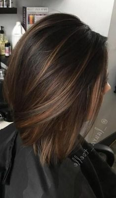 35 Short Chocolate Brown Hair Color Ideas to Try Right Now - Wass Sell hair haircolor haircolorideas shorthairstyles 354236326941064890 Dark Ombre Hair, Brown Hair Balayage, Brown Blonde Hair, Brown Hair With Highlights, Ombre Hair Color, Light Brown Hair, Brown Hair Colors, Balayage Caramel, Dark Brown Short Hair