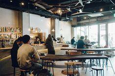 様々な表情を持つ京都のゲストハウス「Len」 Cafe Shop, Cafe Bar, Seoul Cafe, Kyoto Japan, Hostel, Restaurant Bar, Villa, Interior, Home Decor