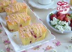 Mini #plumcake fragole e cocco: un dolcetto golosissimo che profuma di primavera!  Clicca e scopri la #ricetta...