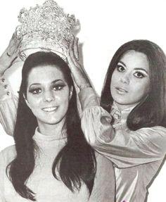 Marzia Piazza Suprani la Nueva Miss Venezuela 1969  Coronada Por María José Yellici, quien deja el Cetro por Amor..