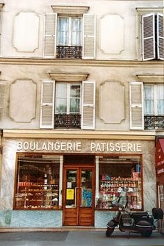 boulangerie and patisserie Bread and sweets in one places! Must be heaven! French Patisserie, French Bakery, Must Be Heaven, Cute Bakery, Paris Illustration, I Love Paris, Pastry And Bakery, Shop Fronts, Rome Travel