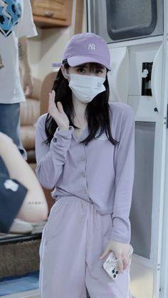 Chinese Actress, Ulzzang Girl, Skirt Fashion, Rain Jacket, Windbreaker, Raincoat, White Dress, Ootd, Actresses