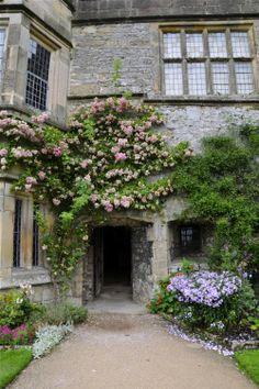 suchaprettyworld:  Entrance to the gardens at Haddon Hall.