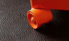 Pergon mustaa nahkaa jäljittelevä vinyylilattia on tehty kestämään! Upea lattia sietää kovaa kulutusta ja on materiaalina pehmeä, ääntä vaimentava ja vedenkestävä. Photo And Video, Retro, Instagram, Retro Illustration