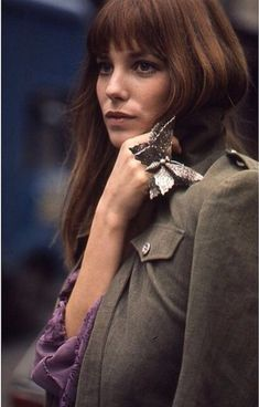 fashion repeats Jane Birkin wears a giant Butterfly ring in the Serge Gainsbourg, Charlotte Gainsbourg, Gainsbourg Birkin, Style Jane Birkin, Jane Birken, Cool Girl Style, Glamour, Mode Style, Elegant Woman