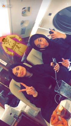 Kylie y friend Kylie Jenner Icons, Kylie Jenner Workout, Kylie Jenner Fotos, Trajes Kylie Jenner, Looks Kylie Jenner, Estilo Kylie Jenner, Kylie Jenner Outfits, Kylie Jenner Style, Kendall And Kylie Jenner