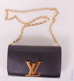 Сумочка-клатч Louis Vuitton CHAIN LOUISE черная с большим золотистым логотипом-пряжкой