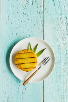 Grill your way to a healthier summer with this easy Grilled Pineapple and Hot Honey recipe! #FunFoodSun