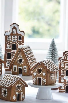 101 DIY Gingerbread House Ideas » Lady Decluttered Gingerbread House Template, Gingerbread House Designs, Gingerbread House Parties, Gingerbread Village, Christmas Gingerbread House, Gingerbread House Icing, Gingerbread Decorations, Christmas Cooking, Christmas Desserts