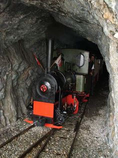 Beloved cured model train for beginners Steam Trains Uk, Old Steam Train, Paris Hotels, Train Times, Train Pictures, U Bahn, Old Trains, Train Engines, Model Train Layouts