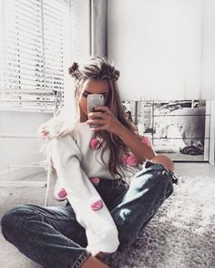 Image about girl in 🥀 Outfits 🥀 by Alison ♕ on We Heart It Selfie Poses, Girls Tumbler, Foto Casual, Instagram Pose, Cute Poses, Insta Photo Ideas, Photos Tumblr, Foto Pose, Tumblr Girls