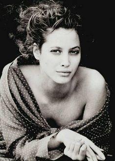 KATYA.- Christy Turlington por Peter Lindbergh, Reino Unido Vogue febrero de 1988