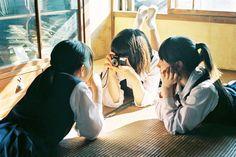 岩倉しおりiwakura shiori (@Shiori1012) | Twitter Human Poses Reference, Pose Reference Photo, Body Reference, Aesthetic Japan, Aesthetic Art, Aesthetic Pictures, Japanese Photography, Figure Poses, Character Poses