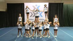 Transition for pyramid comp Youth Cheer, Cheer Camp, Cheer Coaches, Cheer Pyramids, Cheerleading Pyramids, Football Cheerleading, Cheerleading Videos, Cheerleading Stunting, Cheer Formations