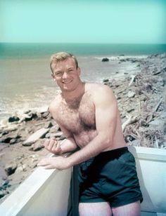 ALDO RAY BUFF AT BEACH  BARECHESTED BEEFCAKE  8x10 Photo TG-25