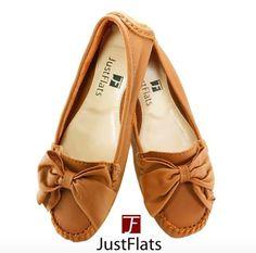 Mocassim Caramelo Feminino com laço. Em couro, lindo e confortável. Compre em: www.justflats.com.br