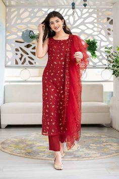 Indian Fashion Dresses, Indian Gowns Dresses, Dress Indian Style, Indian Designer Outfits, Designer Dresses, Indian Wear, Simple Kurti Designs, Stylish Dress Designs, Kurta Designs Women
