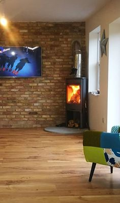 Contura 810 woodburning stove installed in the corner of a room, just off the wall. Contura stove from the New Forest Wood Burning Centre. Installed by Forest Sweeps. Living Room Corner, Room Planning, Fireplace Design, Modern Country Living, New Homes, Log Burner Living Room, Cosy Room, House Extension Design, Corner Stove
