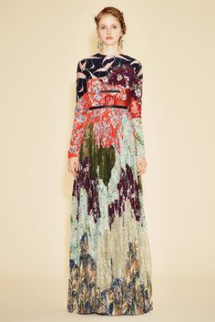 Valentino Resort 2016 Fashion Show Collection: See the complete Valentino Resort 2016 collection. Look 56 Haute Couture Style, Live Fashion, Fashion Show, Fashion Design, Fashion Weeks, Beautiful Gowns, Beautiful Outfits, Modest Fashion, Fashion Dresses