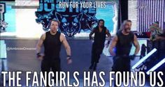Dean Ambrose- run for your lives Le Shield, The Shield Wwe, Wrestling Memes, Wrestling Stars, Wwe Funny, Funny Memes, Wwe Pictures, Funny Pictures, Roman Reigns Shirtless