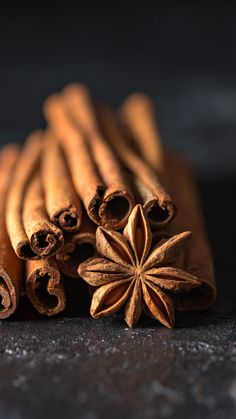 Cinnamon – The Spice of Life Brown Aesthetic, Aesthetic Colors, Aesthetic Pictures, Dark Food Photography, Flat Lay Photography, Momento Cafe, Cinnamon Benefits, Fruits Photos, Spices And Herbs