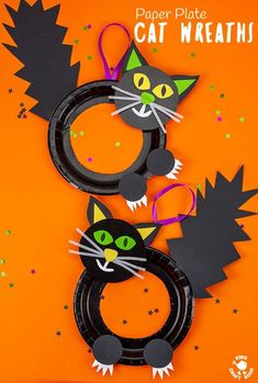 This Halloween Black Cat Wreath Craft is so cool and easy to make! Such a great Halloween craft for kids of all ages and a fun way to decorate the home or classroom. We just love the black cat crafts bushy tails and feisty claws! Halloween Activities For Kids, Halloween Crafts For Kids, Craft Activities, Halloween Themes, Halloween Decorations, Halloween Wreaths, Halloween Kids, Fall Crafts, Halloween Party