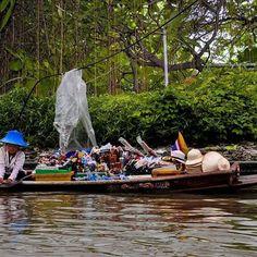 L'attrazione che mi colpisce nello scoprire nuove culture 🌴🌴 ••• Follow me on my personal account @ivanmosetti @damianodinuzzo ••• 📍: #Bangkok #Thailandia 📷 : @ivanmosetti ••• Tag your photo with hashtag #IvanMosetti the most beautiful will be repost in this page Follow @ivanmosetti.travel for see how much it's beautiful the us earth Leggi il mio blog e le mie esperienze www.ivanmosetti.com (link in bio) ••• #Travel #Adventure #iof2k16 #Love #Adventurous #Travelgram #Adventures…