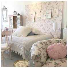 Overwhelming attracted rustic shabby chic bedding click this link now Shabby Chic Bedrooms, Shabby Chic Homes, Romantic Bedrooms, Shabby Cottage, Cottage Chic, Shabby Chic Fabric, Rustic Shabby Chic, Distressed Furniture, Shabby Chic Furniture