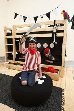 Goodnightkidzz Piraat stapelbed.  Verkrijgbaar in wit of natuurkleur let op de handige opbergladen die onder het bed geplaatst kunnen worden.