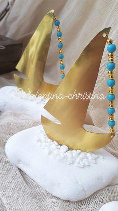 Όταν η τέχνη συναντά την δημιουργία μπομπονιέρας γάμου !πρωτότυπες μπομπονιέρες γάμου από ορειχαλκο πάνω σε βότσαλο να θυμίζει Ελλάδα!!!by valentina-christina καλέστε 2105157506 #vaptisi#baptism#mpomponieres#vaftisi#μπομπονιερα #μπομπονιέρες #μπομπονιερα#valentinachristina #vaptism#christeningfavors#greek#greekdesigners#handmadeingreece#greekproducts #μπομπονιερες_γαμου#weddingfavors #baptismfavors #μπομπονιέρες_γάμου_καράβι#μπομπονιέρα_καράβι Rock Crafts, Diy And Crafts, Cool Experiments, Greek Easter, Christmas Crafts, Christmas Ornaments, Diy Candles, Lucky Charm, Clay Art