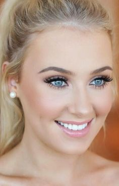 30 Gorgeous Wedding Makeup Looks Soft makeup will get the judge's attention in your next interview. Summer Wedding Makeup, Wedding Beauty, Bridal Makeup For Blue Eyes Blonde Hair, Bride Makeup Blonde, Bridal Makeup For Blondes, Summer Makeup, Simple Makeup For Wedding, Wedding Bridal Makeup, Blonde Hair Blue Eyes Makeup