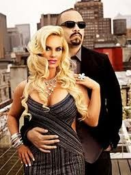With Coco Austin, Ice-T, Soulgee McQueen, Spartacus. ICE-T lives in his Jersey home with wife CoCo and two dogs. My Black Is Beautiful, Beautiful Couple, Black Love, Famous Couples, Couples In Love, Power Couples, Famous Women, Celebrity Couples, Celebrity Style